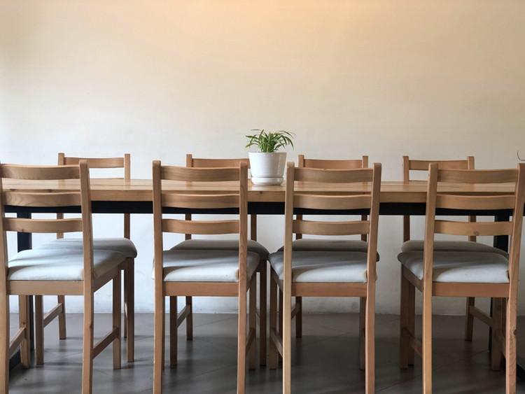 Forma, dydis, medžiagos – kokie valgomojo stalai geriausi?