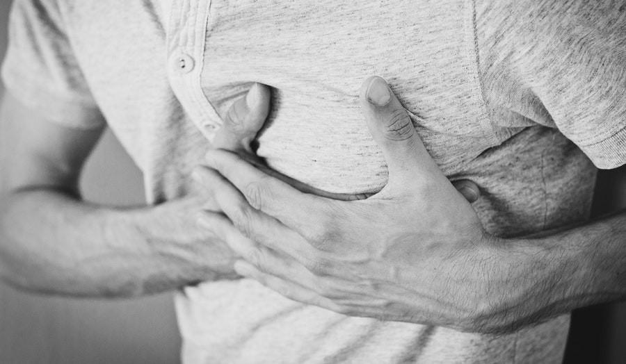 Dėl ko gali atsirasti skausmas krūtinėje?