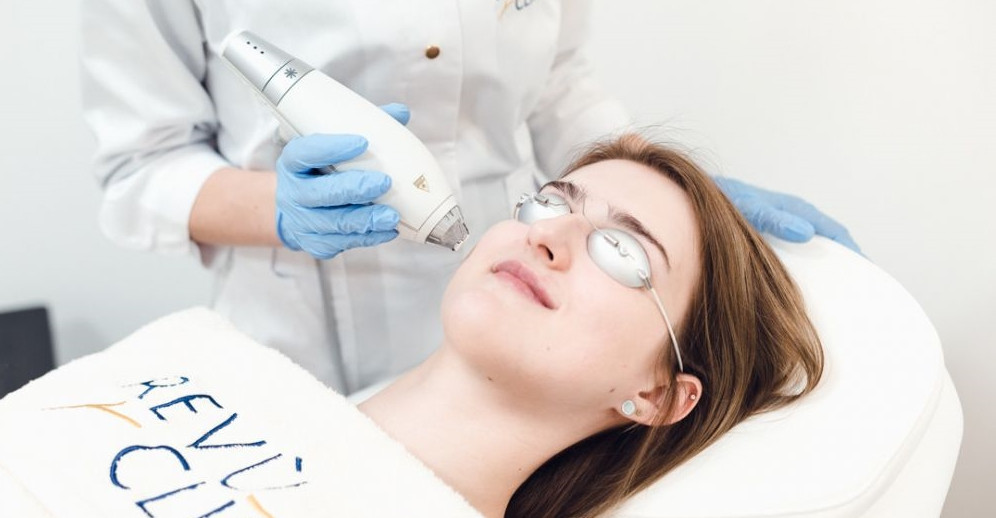 Ar įmanoma efektyviai atjauninti odą be skausmo?