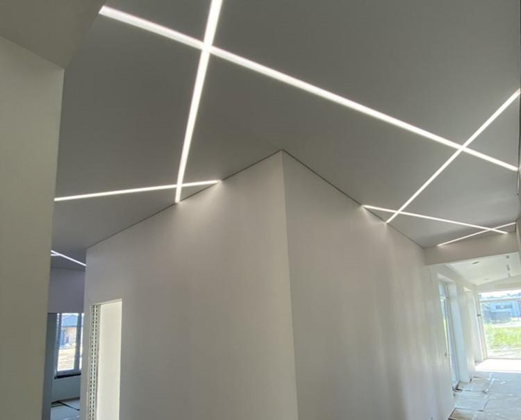 Naujai įrengtos patalpos paruošimas įtempiamų lubų montavimui