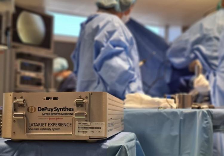 24-erių metų jaunuoliui po 8-ojo žastikaulio išnirimo - itin sudėtinga peties operacija