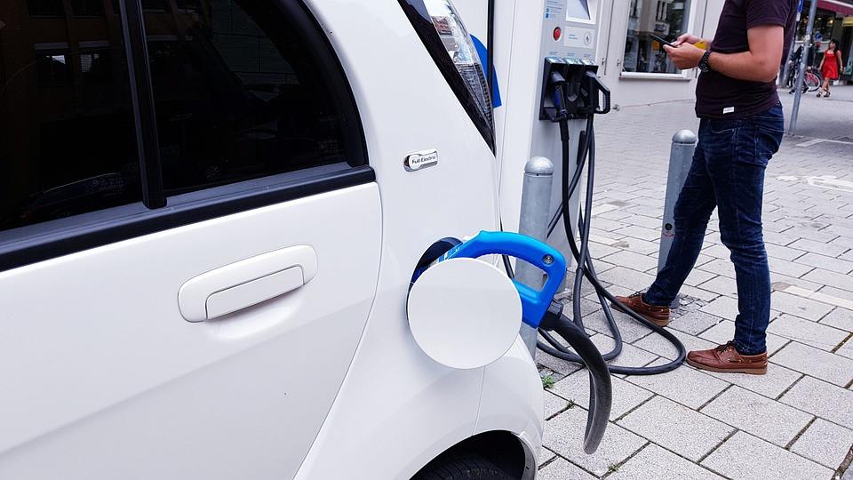 Be subsidijų susidomėjimas elektromobiliais nuslopo