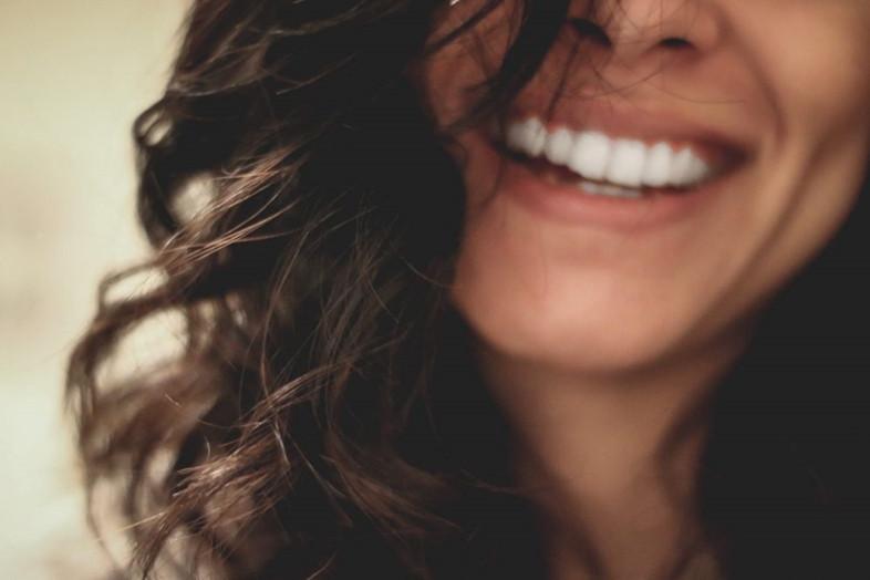 Lazerinė odontologijos: dantų balinimas lazeriu