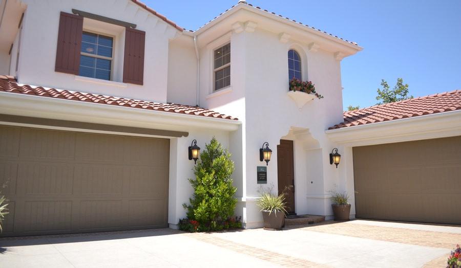 Kaip pasirinkti tinkamiausią garažo vartų tipą?