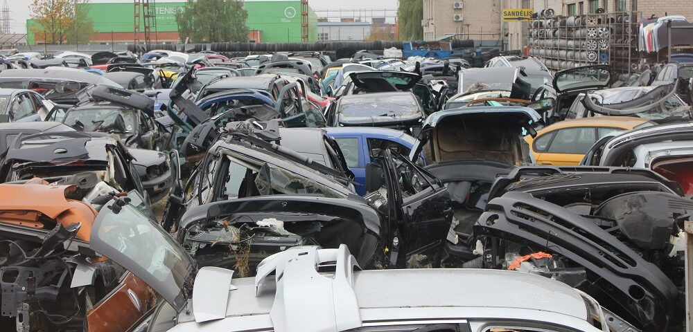 Europos Komisija nusitaikė į automobiliuose naudojamą plastiką