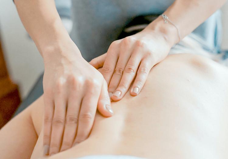 Gydomasis masažas: prisilietimo galia jūsų skaudančiam kūnui