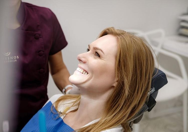 Lazerinės odontologijos galimybės: dantų balinimas, lūpų pūslelinės gydymas ir biostimuliacija lazeriu