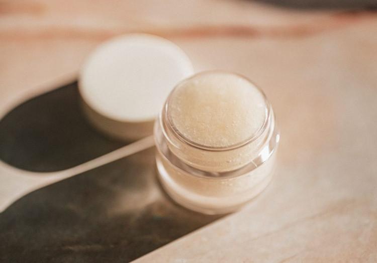 Tinkamai parinktas veido kremas padės išspręsti tam tikras odos problemas